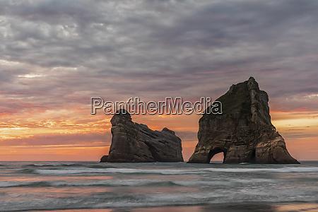 neuseeland ozeanien suedinsel tasman wharariki beach