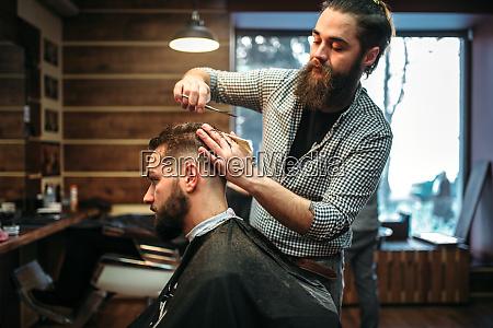 baertige coiffeur schneiden frisur durch schere