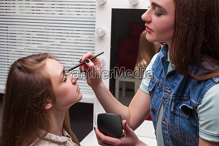 make up kuenstler anwendung make up