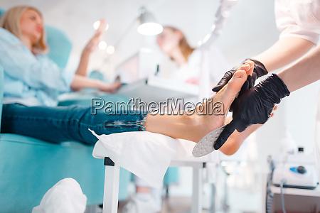 kosmetiksalon fusspolitur verfahren