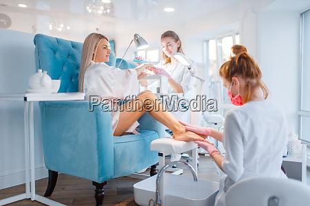 kosmetiksalon manikuere und pedikuere verfahren