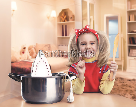kleines maedchen kochen
