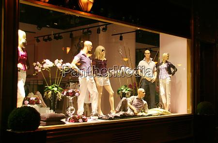 schaufenster des bekleidungsgeschaefts