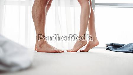 maennliche und weibliche beine intime spiele