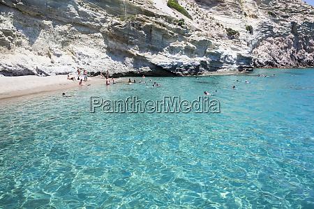touristen, schwimmen, im, klaren, türkisfarbenen, wasser, der - 28118325