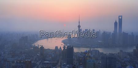 hoher blick auf shanghai im morgengrauen