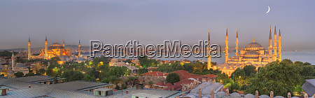 istanbul skyline in der daemmerung