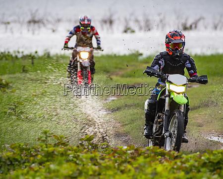 biker die off road motorrad durch