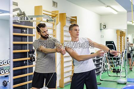 mann, coaching, freund, in, fitness-studio - 28124020
