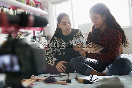 teenage maedchen vlogging demonstrieren make up