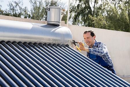 maennliche klempner reparatur solar energy boiler