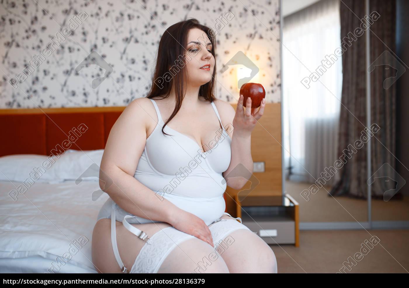 Übergewichtige, verdorbene, frau, hält, roten, apfel - 28136379
