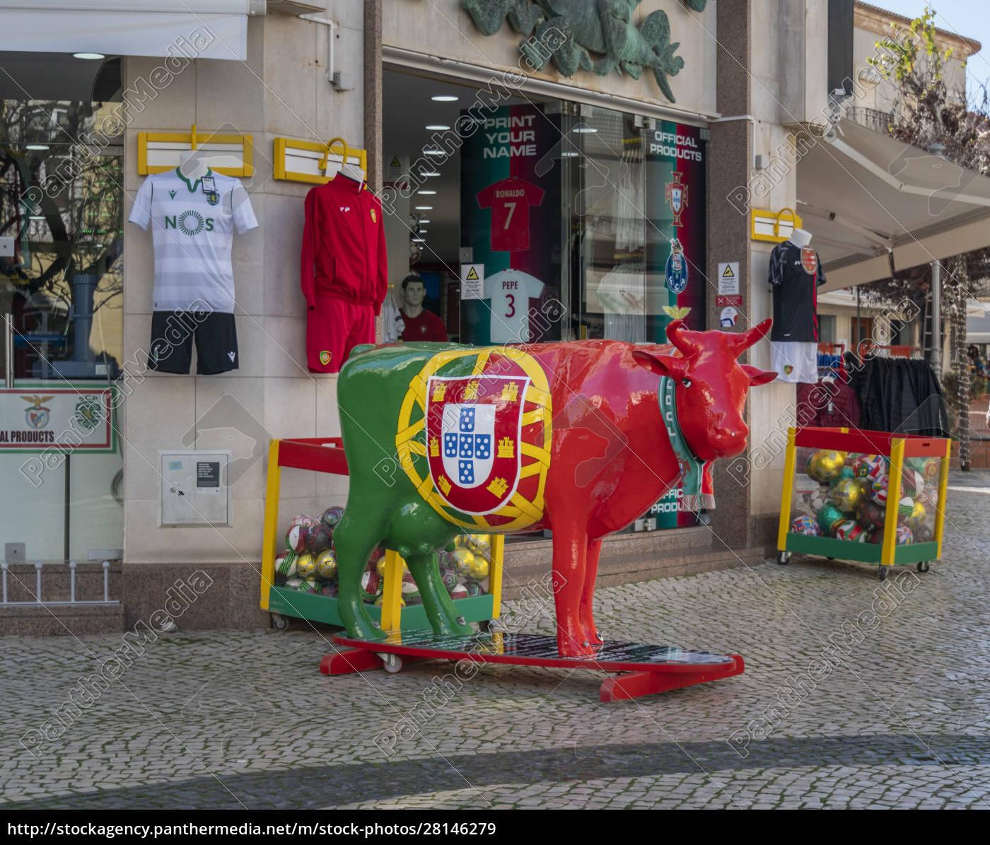 cow, statue, in, portugal - 28146279