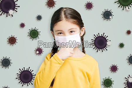 gestresstes kleines maedchen traegt schutzmaske gegen