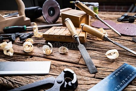 verschiedene tischlerwerkzeuge