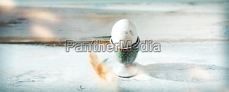 osterei im eierbecher