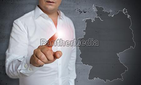 deutschland karten touchscreen wird vom menschen