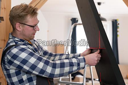 hausverbesserung handwerker gebaeude treppe in einem