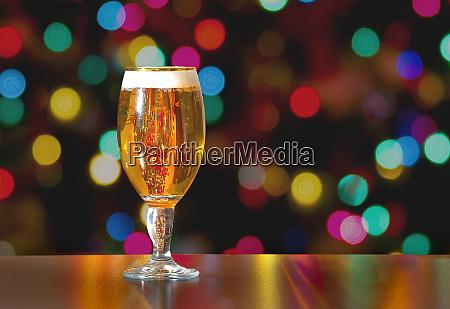 eine tasse stella artois voller bier