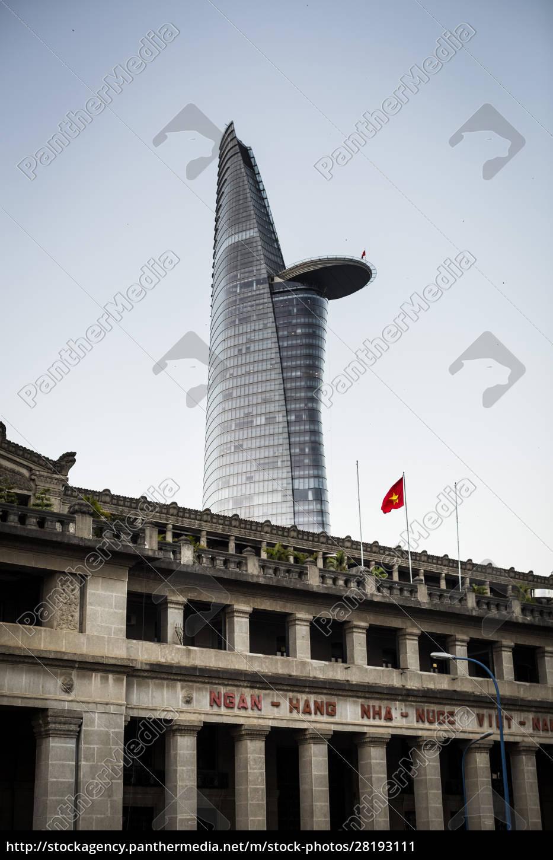 fassade, des, historischen, steingebäudes, mit, zeitgenössischem - 28193111