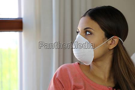 covid 19 pandemie coronavirus frau haus