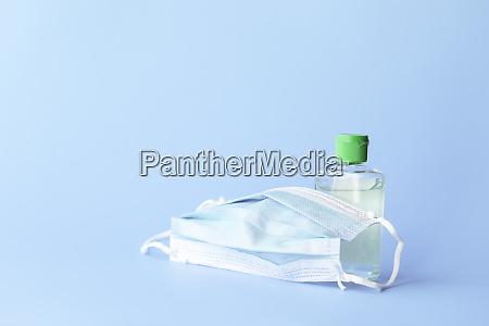 medizinische maske zum schutz gegen covid