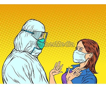 arzt im schutzanzug und emotionale patientin