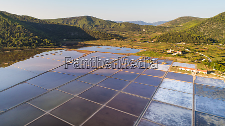 luftaufnahme der ston salzwerke in dalmatien