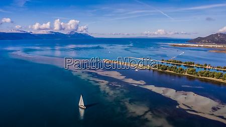 aerial, view, of, sailing, boat, at - 28226675