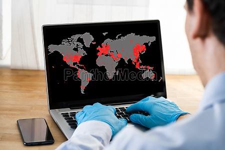 Überprüfen, coronavirus, infektion, karte, auf, laptop - 28243836