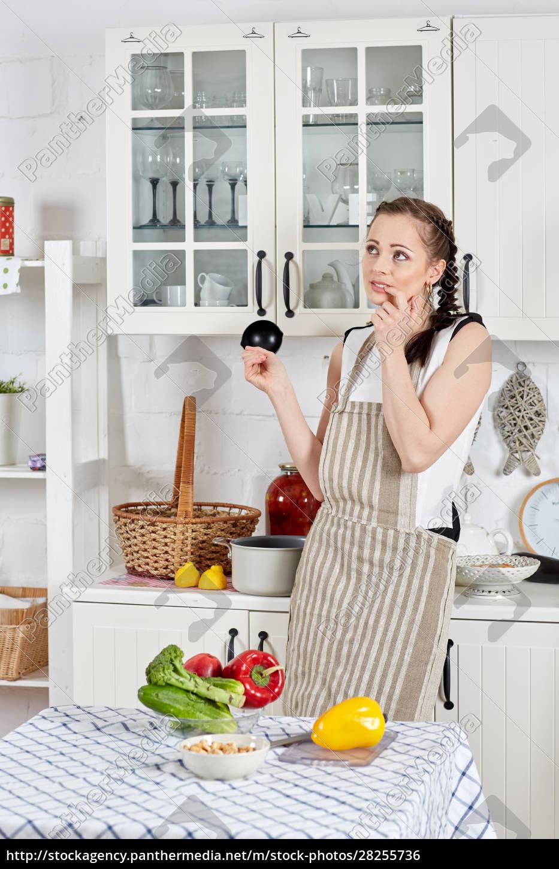 frau, kochen, essen, in, der, küche. - 28255736