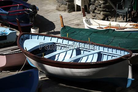 die fischerboote in cinque terre italien