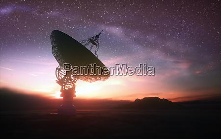 riesensatellitendishe fuer signal aus dem all