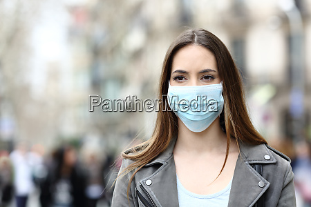 ernste, frau, mit, maske, die, auf, der - 28278009