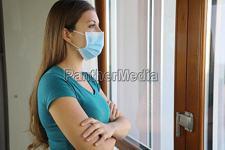 covid 19 pandemie coronavirus frau maske
