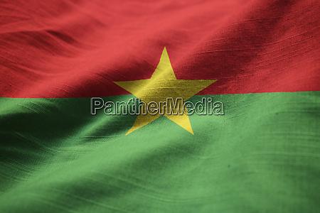 rueschen flagge von burkina faso weht