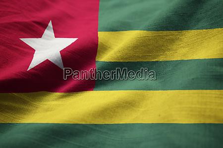nahaufnahme von ruffled togo flagge togo