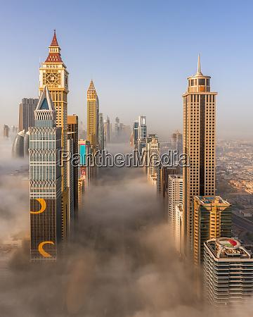 luftaufnahme von gebaeuden umgeben von wolken
