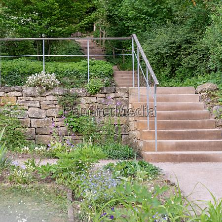 steinmauer und treppen