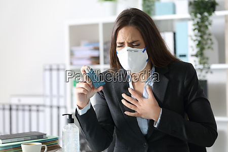 executive wearing mask with asthma holding