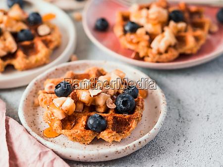 gesunde glutenfreie hafer waffeln kopierraum