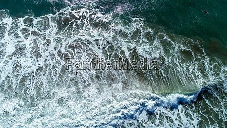luftaufnahme der wellen farnborough beach