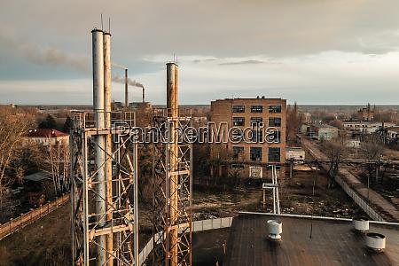 luftaufnahme der verlassenen fabrik in der