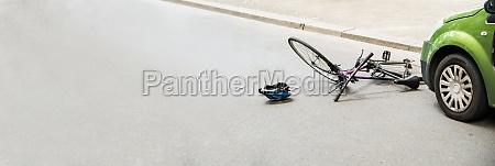 fahrrad nach unfall auf der strasse
