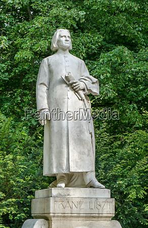 sculpture of franz liszt