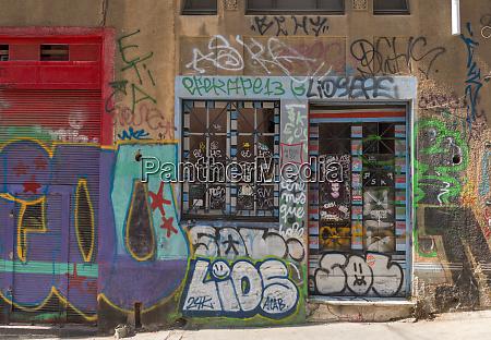 farbige graffiti street art an den