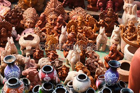 strassenmarkt ausstellung von handgefertigten toepfen keramikprodukte