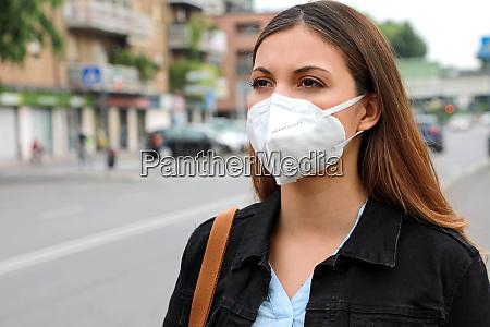 covid 19 pandemie coronavirus frau in