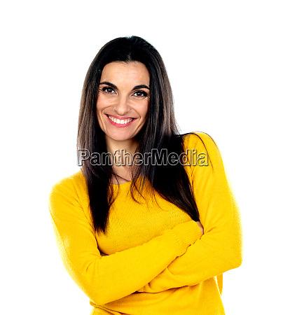 attraktive bruenette frau