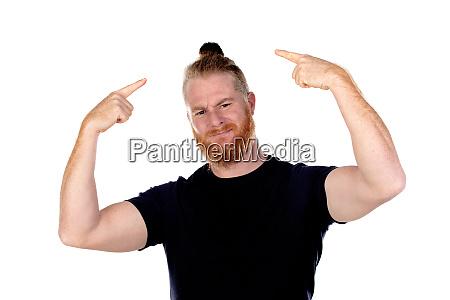 rothaariger mann mit langem bart